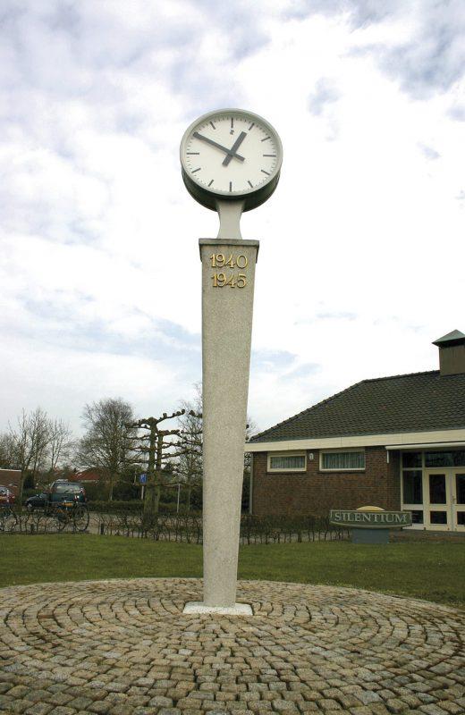 De klok met zuil in 1998