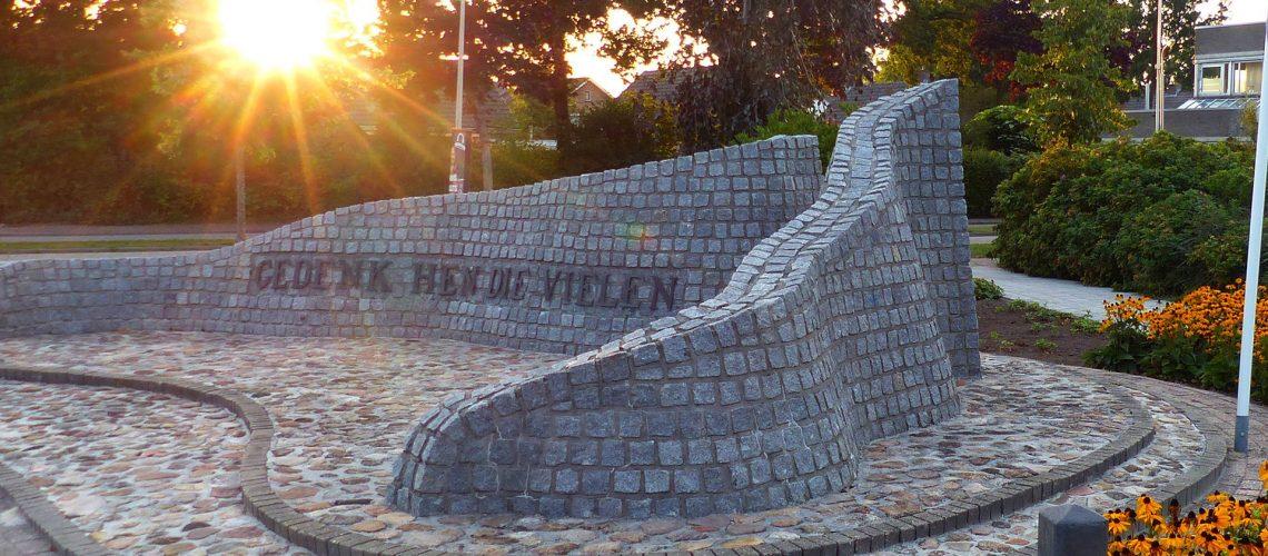 V monument